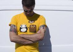"""¿Fan de Kiss?"" de Pandaluna - Consíguela en http://www.pampling.com/ficha_producto.php?id_producto=37 #pampling #tee #tshirt #dailytee #creative #design #fashion #cool #panda #bear #Camisetas"