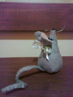 Alfiletero ratón, fieltro e hilo.