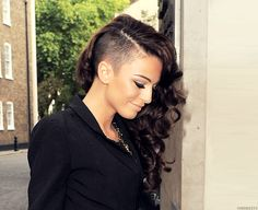 Cher Lloyd looks HOT. I really want to try this hairstyle but I'm not sure if I can pull it off :/