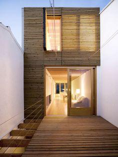 Casa de madeira com luz interna (http://www.pinterest.com/AnkAdesign/residential/)