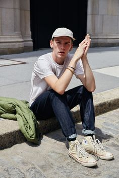 ASOS serving us some awesome Mens Street Style, the baseball cap is back! A great casual look with some dark turn up jeans and cream hi-tops. Men Street, Street Wear, Look Fashion, Mens Fashion, Fashion Trends, Fashion Network, Future Fashion, Mens Caps, Men Looks