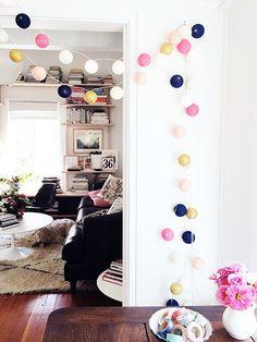 O set de luminárias é uma alternativa charmosa e bastante acessível para quem quer decorar a casa de maneira sutil e criativa. Confira nossas dicas!