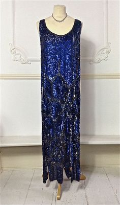 Ocean Blue and Black Sequin Dress Tabard by PenniesLondon 30s Fashion, Vintage Fashion, Fashion History, 1920s Outfits, Vintage Outfits, Victorian Era Dresses, Blue Sequin Dress, Vintage Gowns, Vintage Clothing