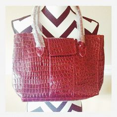 🎉HP🎉NWOT Burgundy purse Great for winter!! Great color!! Comes with a matching gloves inside. Bags
