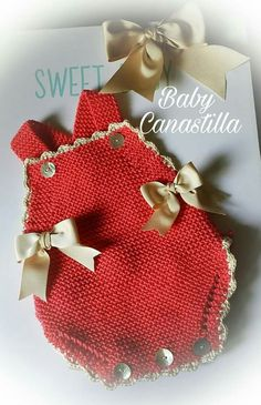 This Pin was discovered by Cig Crochet Bebe, Baby Girl Crochet, Crochet Baby Clothes, Crochet For Kids, Crochet Hats, Diy Crafts Crochet, Crochet Projects, Newborn Crochet Patterns, Knitted Romper