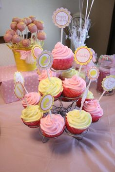 isabel's 1st pink lemonade party | CatchMyParty.com