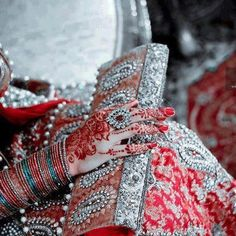 dulhan indian pakistani bollywood bride desi wedding henna mehndi bangles