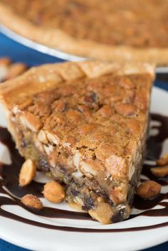 Chocolate Peanut Pie Chocolate Peanut Pie - this EASY pie recipe is full of peanut butter and chocolate with a gooey sweet center. Everyone loved this pie! Easy Pie Recipes, Tart Recipes, Sweet Recipes, Baking Recipes, Peanut Recipes, Köstliche Desserts, Delicious Desserts, Dessert Bread, Cookies Et Biscuits