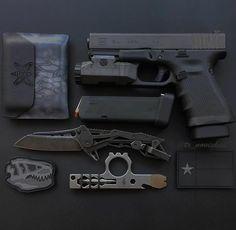 Essentials Via @tx_noviskiii Monday gear have a good week #glock #glockteam #glockfanatics #glockinc #glock19 #dtom #edc #2a #ccw #concealedcarry #carry #usa #everydaycarry #knife #knives #blade #knivesdaily #gun #guns #America #igmilitia #dailybadass #molonlabe #texas #pewpew #pewpewlife #gear #tactical #sheepdog #gunchannels