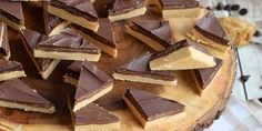Buckeye Bars: no bake chocolate peanut butter candy that tastes like a Reese's peanut butter cup! Peanut Butter Dessert Recipes, Peanut Butter Candy, Candy Recipes, Baking Recipes, Bar Recipes, Cooker Recipes, Just Desserts, Delicious Desserts, Buckeye Bars