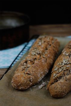 Knuspriges Baguette Rezept - mit Roggenmehl und Hafermehl Bread Recipes, Vegan Recipes, Bread Bun, Vegan Baking, Vegan Food, Sweet And Salty, Bon Appetit, Food To Make, Food Porn
