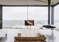 a Casa Varatojo, em Varatojo, Portugal. Projeto do escritório Atelier Data. #arquitetura #arte #art #artlover #design #architecturelover #instagood #instacool #instadesign #instadaily #projetocompartilhar #shareproject #davidguerra #arquiteturadavidguerra #arquiteturaedesign #instabestu #decor #architect #criative #photo #decoracion #glass #landscape #vidro #paisagem #portugal #atelierdata