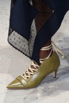 baad15ed6952 Chaussures Derek Lam printemps-été 2016 - Les plus beaux accessoires du  printemps-été 2016 repérés sur les podiums - Elle