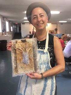 Paper and Book Artists. Find them at www.paperworks.info This workshop was given by Daniella Woolf in February 2017, entitled Tea and Rust