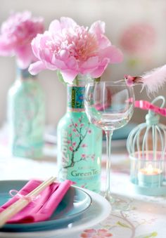 Peonies in an Arizona tea bottle - Wedding Deco Arizona Green Teas, Arizona Tea, Chinese Party, Chinese New Year, Asian Party, Diy 2018, Cherry Blossom Party, Cherry Flower, Sushi Party