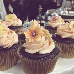 fabulous vancouver wedding These cupcakes from @melissacampbellcake were the highlight from the @popupweddingshoppe party tonight. Congrats on the opening ladies  #cupcakes #yvr by @haileygerrits  #vancouverwedding #vancouverwedding