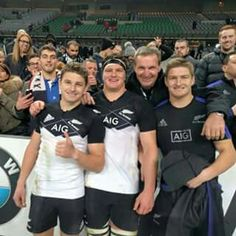 3 Barrett brothers with their farmer dad after they all played rugby for New Zealand! All Blacks Rugby Team, Nz All Blacks, Rugby League, Rugby Players, Rugby Jersey Design, New Zealand Rugby, World Cup Champions, Super Rugby, Hard Men