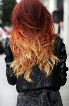 Tie and dye roux sur cheveux rouges Vous savez à quel point je déteste les Tie and Dye . Je trouve que cette ancienne tendance a trop eu un effet de groupe. Bref. Mais un tie and dye coloré sur des cheveux déjà colorés c'est superbe . Je pense surtout...