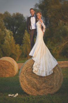 Különleges esküvő - Esküvői fotós, Esküvői fotózás, fotobese Mermaid Wedding, Wedding Dresses, Fashion, Bride Dresses, Moda, Bridal Wedding Dresses, Fashion Styles, Weding Dresses, Dress Wedding