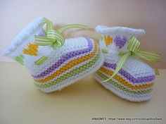 Knitted baby booties/slippers/shoes in white with an от AnaSwet