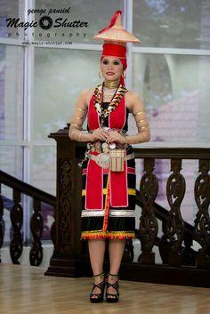 Tiara Binchai MISS SPIRITS OF THE HARVEST BHF 2014 Photo credit:MAGIC SHUTTER Subsidiary Title@Borneo Hornbill Festival 2014