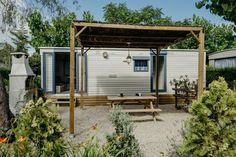 Mobil Home de alquiler en el camping situado en la Costa Dorada. Parking, Shed, Outdoor Structures, Navy, Pets, Single Beds, Single Wide, Photo Galleries, Hale Navy