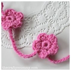 Crochet flower garland tutorial, freebie share: thanks so for pinning xox.  Try turning these into Forget-Me-Nots! w/ a yellow center,  then add the lines!