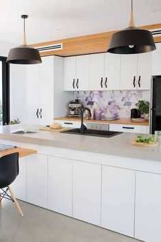 Tips for making sustainable kitchen modern 2019 36 Beautiful Kitchen Designs, Beautiful Kitchens, Kitchen Hoods, Kitchen Cabinets, Modern Farmhouse Porch, Living Room Decor Traditional, Home Office Decor, Home Decor, Patio Design