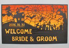 魔女や屋敷、蜘蛛、コウモリ等ハロウィーン要素が満載でハロウィンが近い結婚式の日取りでウェディングを予定されている方にピッタリのデザイン。 #ハロウィン #ウェルカムボード