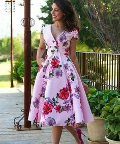 find singles mode-fur-frauen/latest-ankara-dress-styles/ people shemales Gia trans ts tv ladies shemales 1551 Flowery Dresses, Elegant Dresses, Pretty Dresses, Vintage Dresses, Beautiful Dresses, Floral Gown, Latest Ankara Dresses, Ankara Dress Styles, Modest Fashion