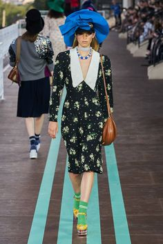Miu Miu Resort 2020 Fashion Show Collection: See the complete Miu Miu Resort 2020 collection. Look 50 Fashion 2020, Daily Fashion, Runway Fashion, Fashion Brands, Womens Fashion, Miu Miu, Trendy Outfits, Fashion Outfits, Casual Day Dresses
