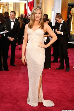 Jennifer Anistons Oscars 2015 Dress Steals The Red Carpet via The Huffington Post Canada Style