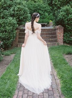 Photography: Camille Catherine Photography - www.camillecatherine.com   Read More on SMP: http://www.stylemepretty.com/2016/09/01/english-estate-garden-wedding-inspiration/ #dcwedding