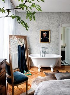 Keltainen talo rannalla // A Home in Madrid Nuevo Estilo Country Interior Design, Bathroom Interior Design, Interior And Exterior, Exterior Design, Madrid Apartment, Attic Bedrooms, Man Of The House, Spanish Design, Beautiful Bathrooms
