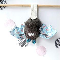 """Doudou chauve souris porte bonheur """"Toucans bleus""""  - doudou unique et original Toucan, Halloween Crafts, Creations, Etsy, Couture, Baby Things, Unique, Textiles, Inspiration"""