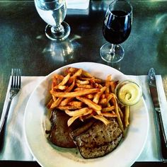 https://flipboard.com/@mrkirkles/food-style-7mtuiicuz/so-simple,-so-good;-calf's-liver,-fries-and-a-glass-of-bourgueil-@-restaurant-l'/a-6zDYkLV8SHSxBSuXD9gyCQ:a:32500-/0