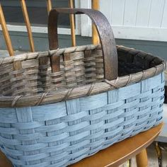 Painted Baskets, Painted Wicker, Sisal, Wooden Basket, Rustic Baskets, Wicker Hamper, Basket Crafts, Shabby Chic Crafts, Market Baskets