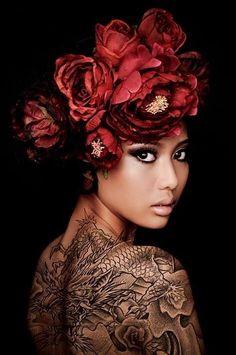 Flowers in her hair, photo by Malians Shoebox, model Siti Photography Tattoo, Portrait Photography, Fashion Photography, Makeup Photography, Fotografia Retro, 3 4 Face, Foto Fantasy, Dark Beauty Magazine, Exotic Beauties