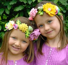 Felt flower crowns. Must make the girls some!
