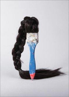 Seyo Cizmic  strange hair brush