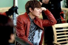 Lee Min Ho is so sleepy from working so hard on HEIRS! !_!