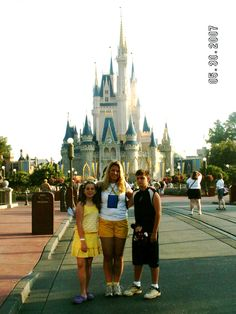 Take a picture like this with my family ✔ Mouse Photos, Cinderella Castle, Before I Die, My Family, Barcelona Cathedral, Times Square, Take That, Pictures, Photos