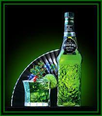 Midori significa verde en japones, y este licor se elaboró en Japón hasta 1987. Su presentación fue todo un acontecimiento realizado en el mítico Studio 54 de Nueva York. En la actualidad este licor de melón se produce en México.