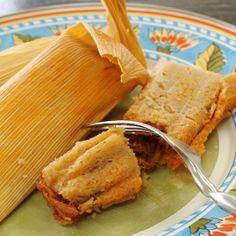 Tamales. Afortunadamente los vas a encontrar en una gran variedad de sabores. Es básicamente una mezcla de masa de maíz y especias con un relleno. ♥
