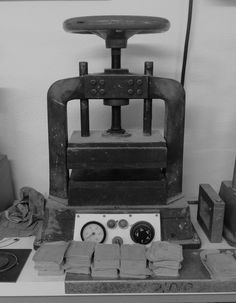 The old mold's press in Joid'art's workshop. #joidart #contemporaryjewellery #contemporaryjewelry #joieriacontemporania #joyeriacontemporanea #joidartcrafts