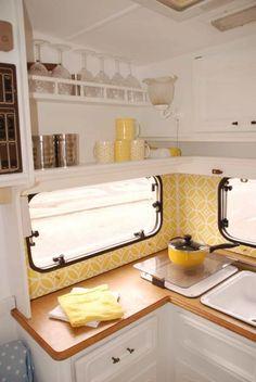 Diy Caravan, Caravan Vintage, Caravan Decor, Vintage Caravans, Caravan Ideas, Caravan Interiors, Vintage Rv, Vintage Airstream, Vintage Trailers