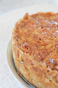 Då var det torsdag och det innebär torsdagsbaket! Och i dag är det Kristihimmelsfärd och en röd dag så då kan det passa med ett härligt bjudbak i fall några gäster trillar förbi. Här kommer en... Pie Dessert, Dessert For Dinner, Cookie Desserts, Candy Recipes, Cookie Recipes, Dessert Recipes, Swedish Recipes, Sweet Recipes, Torsdag