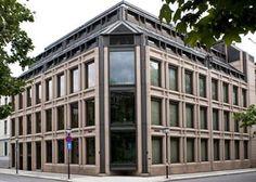Norges Bank: Naturstein i fasader er levert av Naturstein Montering AS på Sundvollen i Hole Kommune Multi Story Building, Natural Stones