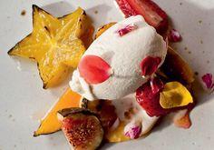 frutas assadas com sorvete