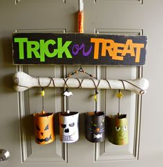 Halloween Craft. Fun for the front door! #halloween #craft